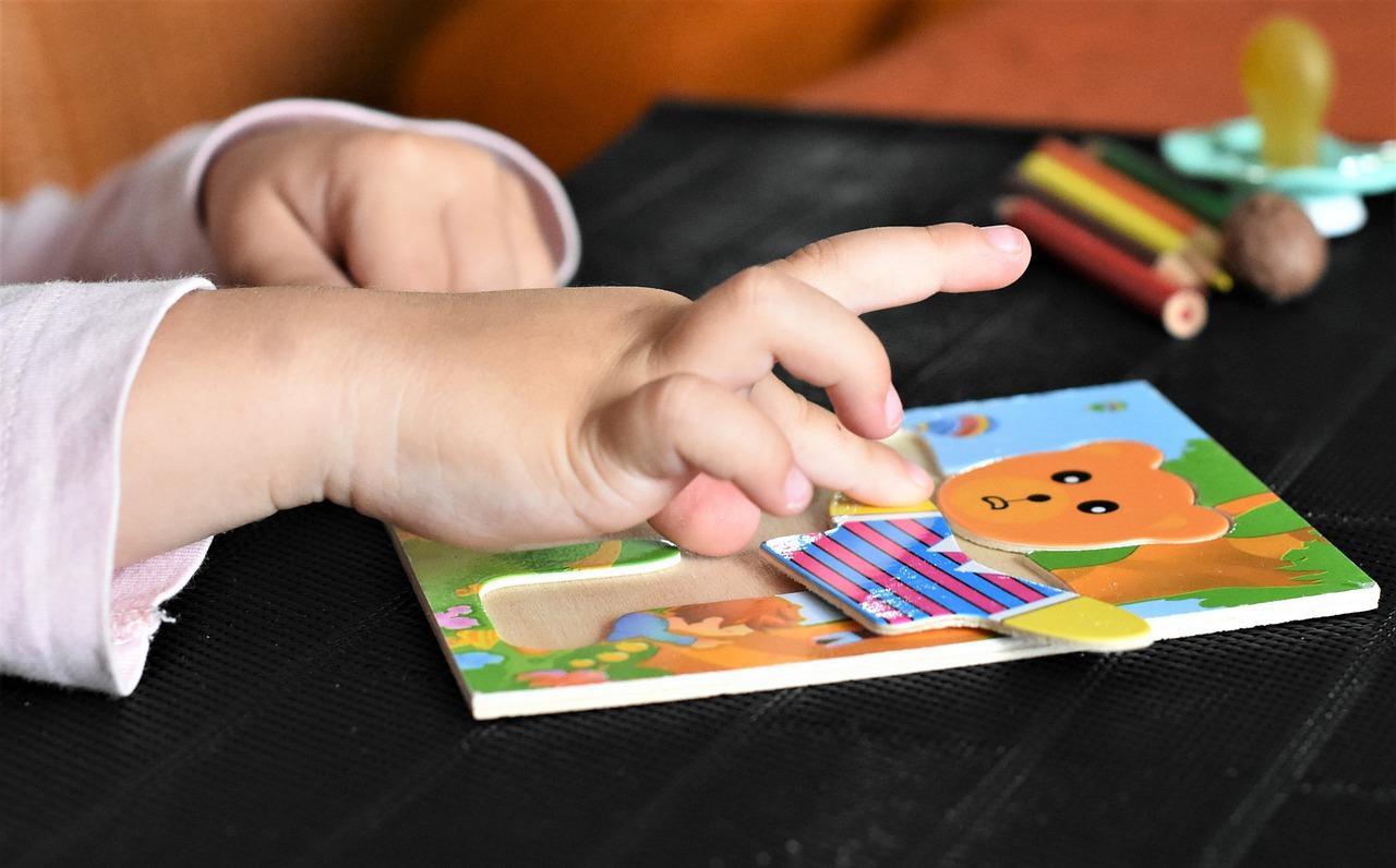 Faire son choix parmi les jouets pédagogiques